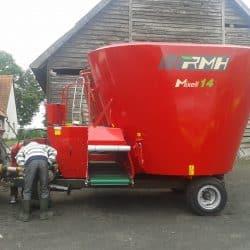 Wóz paszowy ciągniony Mixell 14